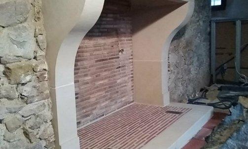 Création , taille et pose  d'une cheminée en pierre calcaire 13/12/2019 .