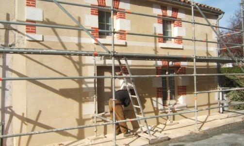 """Restauration d'une façade en pierre """"St hilaire des loges """""""