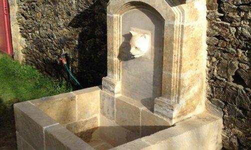 Taille de pierres, sculptures et ornementation : création d'une fontaine