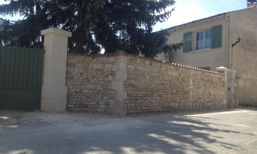 """Création d'un mur extérieur en pierres de moellon avec piliers secteur """"Nieul sur l'autise """""""